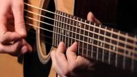 Akustischer Gitarrenspieler