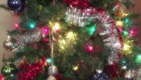 Árbol de Navidad totalmente decorado