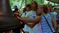 Tourists_at_the_independence_national_historical_park_free_stock_video