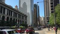Cars-and-pedestrians-on-the-streets-of-chicago-4k