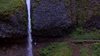 Drone Footage de Horsetail Falls Waterfall