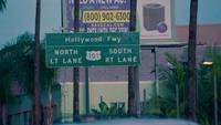 Plano de enfoque de Freeway Street Sign en Los Angeles en 4K