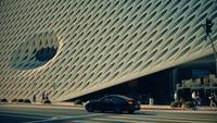 Panoramique tourné à droite de The Broad Art Gallery à Los Angeles en 4K