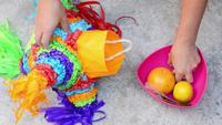 Filling piñata