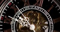 Extreme close-up van zakhorloge met blootgestelde machines werken van 9:44 tot 10:00 in 4K time-lapse