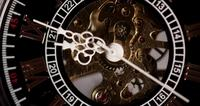 Extreme close-up van zakhorloge met blootgestelde machines werken van 8:35 tot 8:53 in 4K time-lapse
