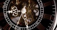 Extreme close-up van zakhorloge met blootgestelde machines werken van 9:20 tot 9:33 in 4K time-lapse