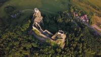 Imágenes de Drone - orbitando el antiguo castillo en 4K