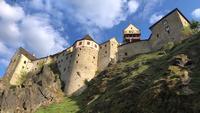 Gamla slottets syn på dagen från nere i 4K