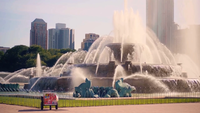 Buckingham Memorial Fountain med skyskrapor i Chicago