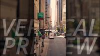 Verticale Clip Van Chicago Streets Between Big Buildings