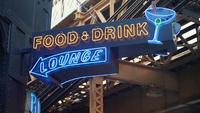 Neonskylt av mat och dryck i Chicago