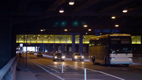 Auto's En Bus In Een Tunnel In Chicago Straten