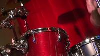 Drummer man playing drums - Close-up de baterista homem