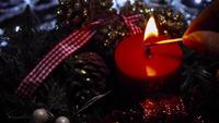 Kvinna Belysning En Red Christmas Candle