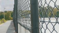 Schließen Sie herauf schwarzes Gitter eines Skate-Parks