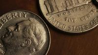 Roterend voorraadbeeldschot van Amerikaanse monetaire muntstukken - GELD 0310