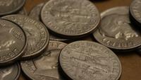 Roterend voorraadbeeldschot van Amerikaanse dubbeltjes (muntstuk - $ 0,10) - GELD 0212