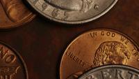 Tiro de filmagem giratória de moedas monetárias americanas - DINHEIRO 0282
