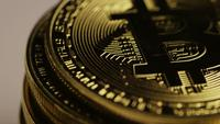 Roterende opname van Bitcoins (digitale cryptocurrency) - BITCOIN 0181