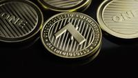 Roterende opname van Bitcoins (digitale cryptocurrency) - BITCOIN LITECOIN 284