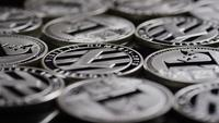 Roterende opname van Bitcoins (digitale cryptocurrency) - BITCOIN LITECOIN 527