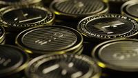 Roterende opname van Bitcoins (digitale cryptocurrency) - BITCOIN LITECOIN 294