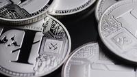 Roterende opname van Bitcoins (digitale cryptocurrency) - BITCOIN LITECOIN 485