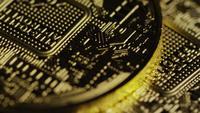 Roterende opname van Bitcoins (digitale cryptocurrency) - BITCOIN 0598