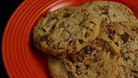 Tournage cinématographique et rotatif de biscuits sur une assiette - BISCUITS 346