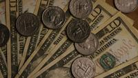 Tiro giratorio de dinero estadounidense (moneda) - DINERO 518