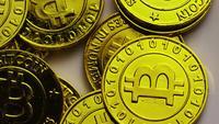 Drehende Aufnahme von Bitcoins (digitale Kryptowährung) - BITCOIN 0226