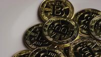 Roterende opname van Bitcoins (digitale cryptocurrency) - BITCOIN 0304