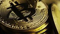Roterende opname van Bitcoins (digitale cryptocurrency) - BITCOIN 0107