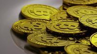 Roterende opname van Bitcoins (digitale cryptocurrency) - BITCOIN 0239