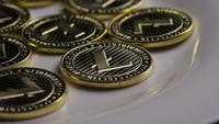 Roterende opname van Litecoin Bitcoins (digitale cryptocurrency) - BITCOIN LITECOIN 0015