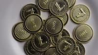 Drehende Aufnahme von Litecoin Bitcoins (digitale Kryptowährung) - BITCOIN LITECOIN 0065