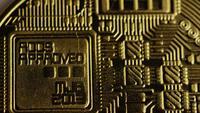 Drehende Aufnahme von Bitcoins (digitale Kryptowährung) - BITCOIN 0142