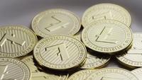 Drehende Aufnahme von Litecoin Bitcoins (digitale Kryptowährung) - BITCOIN LITECOIN 0033