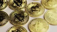 Roterende opname van Bitcoins (digitale cryptocurrency) - BITCOIN 0122