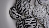 Drehende Aufnahme von Litecoin Bitcoins (digitale Kryptowährung) - BITCOIN LITECOIN 0148