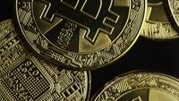 Roterende opname van Bitcoins (digitale cryptocurrency) - BITCOIN 0579