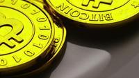 Roterende opname van Bitcoins (digitale cryptocurrency) - BITCOIN 0234