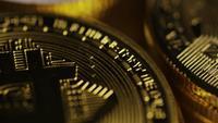 Roterende opname van Bitcoins (digitale cryptocurrency) - BITCOIN MIXED 028