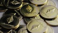Roterende opname van Ethereum Bitcoins (digitale cryptocurrency) - BITCOIN ETHEREUM 0034
