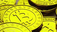 Roterende opname van Bitcoins (digitale cryptocurrency) - BITCOIN 0236