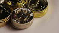 Roterende opname van Bitcoins (digitale cryptocurrency) - BITCOIN MIXED 020