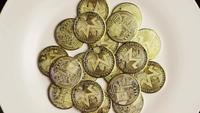 Roterende opname van Bitcoins (digitale cryptocurrency) - BITCOIN MONERO 087
