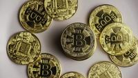 Roterende opname van Bitcoins (digitale cryptocurrency) - BITCOIN 0421