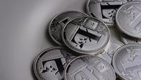 Roterende opname van Litecoin Bitcoins (digitale cryptocurrency) - BITCOIN LITECOIN 0177